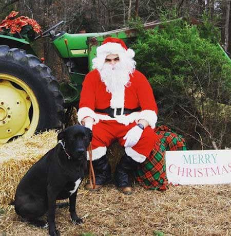 crazy farm Pictures with Santa Paws